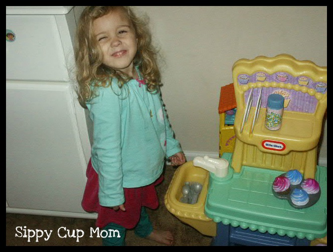 Giveaway Little Tikes Cupcake Kitchen Sippy Cup Mom