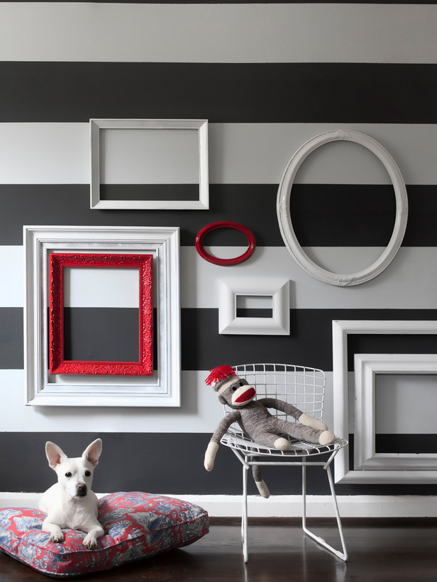 original_Brian-Patrick-Flynn-empty-picture-frame-arrangement-beauty_s3x4_lg