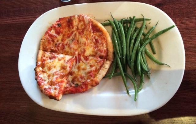Pizza at Houlihans
