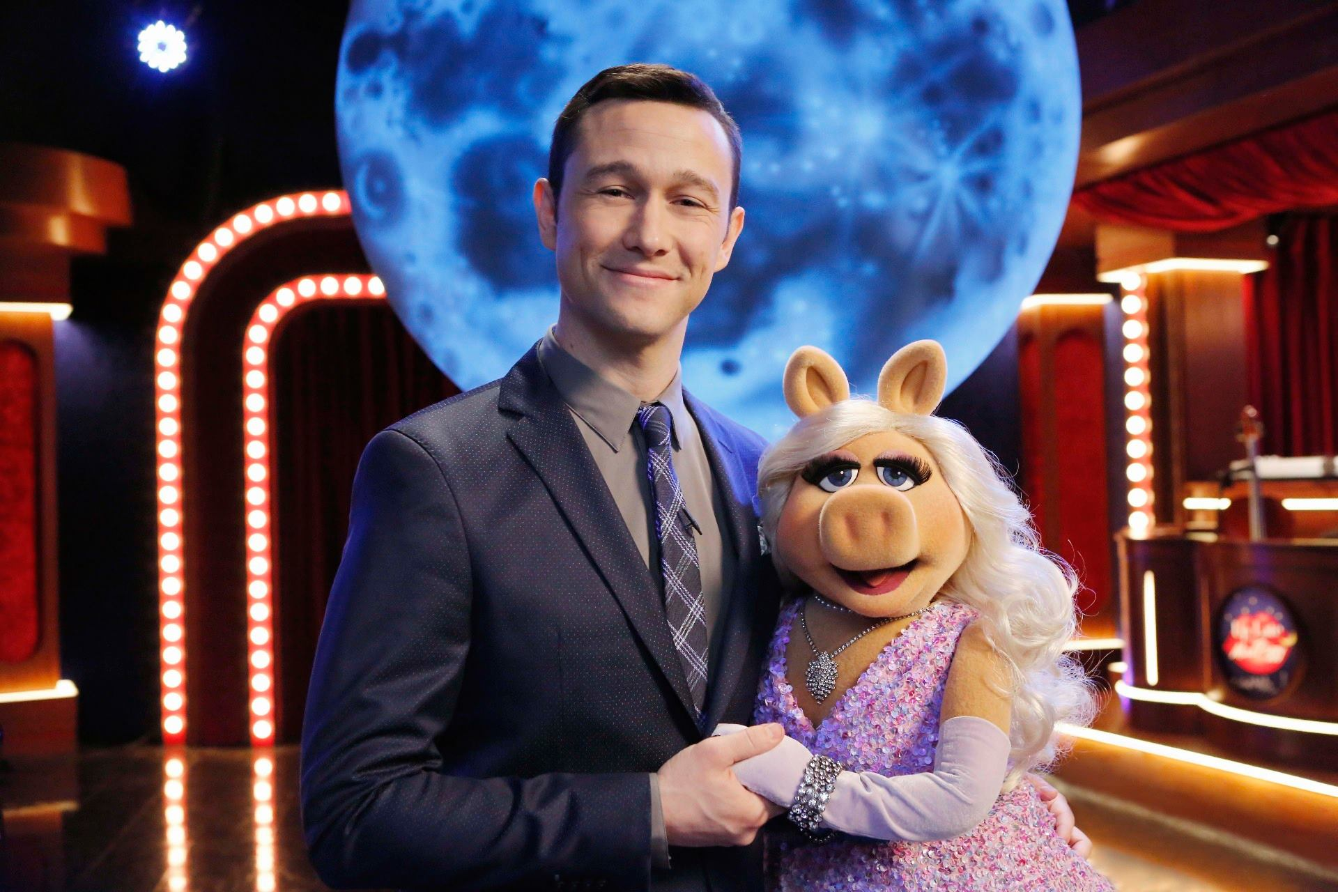 Photo Credit: (ABC/Vivian ZInk) JOSEPH GORDON-LEVITT, MISS PIGGY