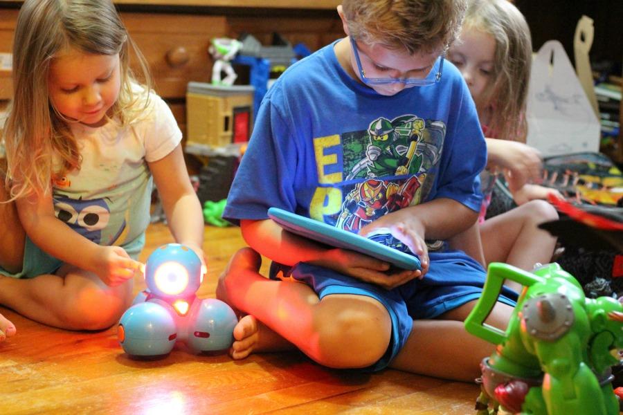 Dash Robot and Kids